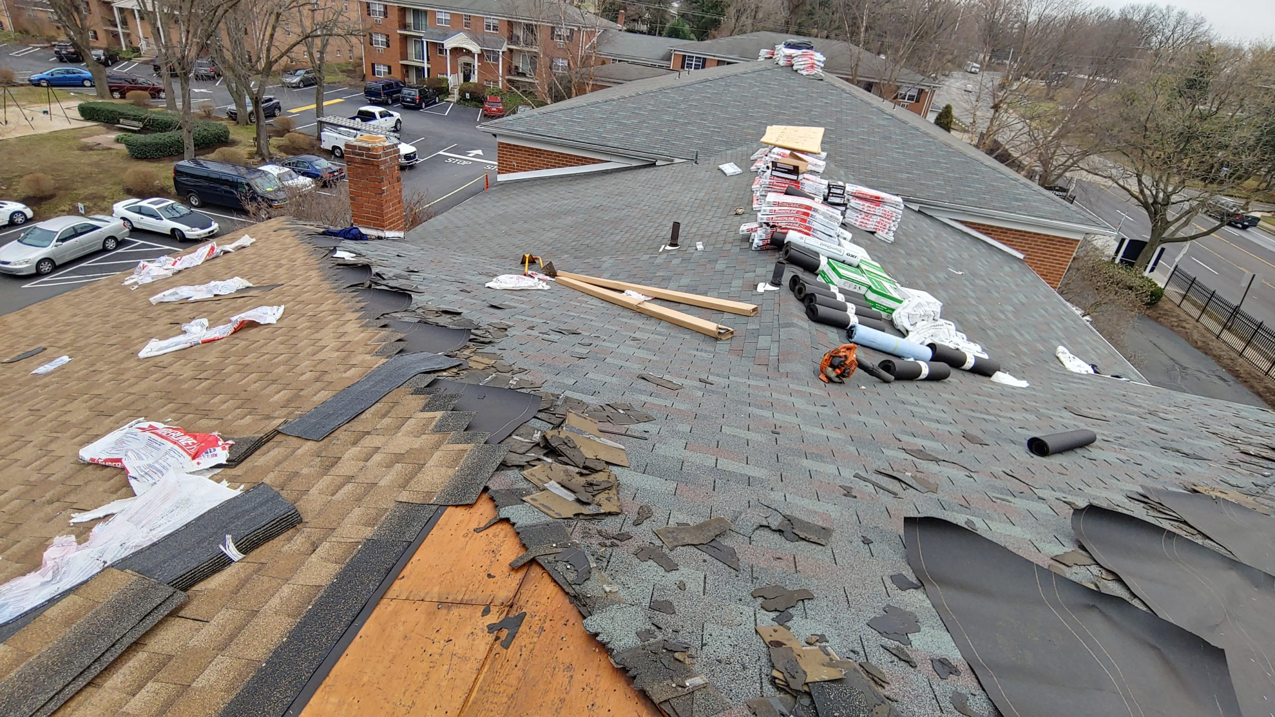 DDS Puts New Roof on Croftwood Apartments